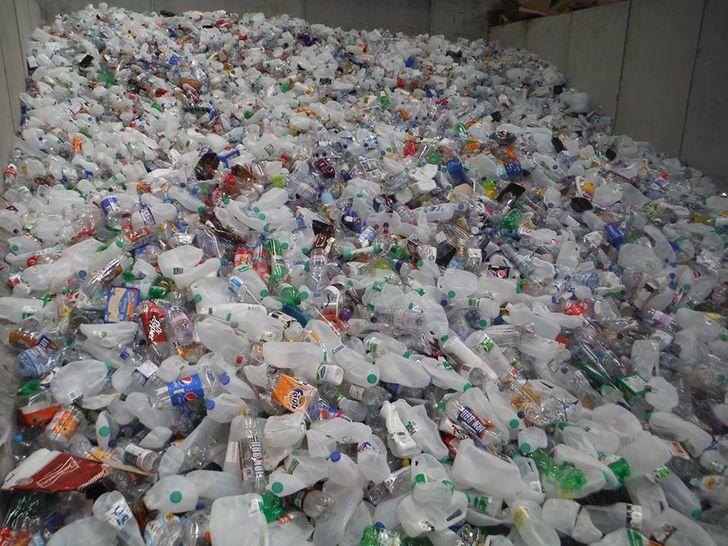Angliában újrahasznosított műanyagból készítenek aszfaltot